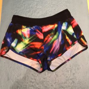 Running shorts with zipper pocket in back